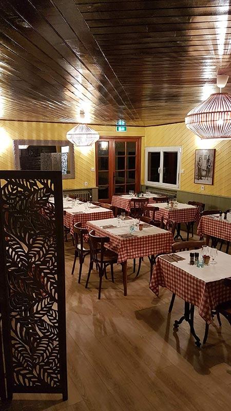 restaurant-la-cascade-la-frasnee-clairvaux-les-lacs-salle-restaurant